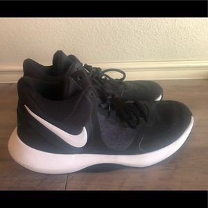Men's 7.5 Nike Air Precision 2 - Basketball